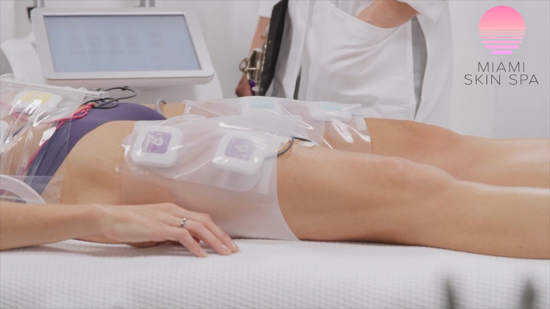 A oicture of a Miami Skin Spa patient getting the truSculpt iD Body Contouring treatment on her legs